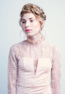 Bilde av en dame med håroppsett