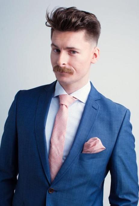 Bilde av en mann med kul frisyre